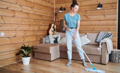 Como limpar piso de madeira: aprenda a deixá-lo sempre bonito