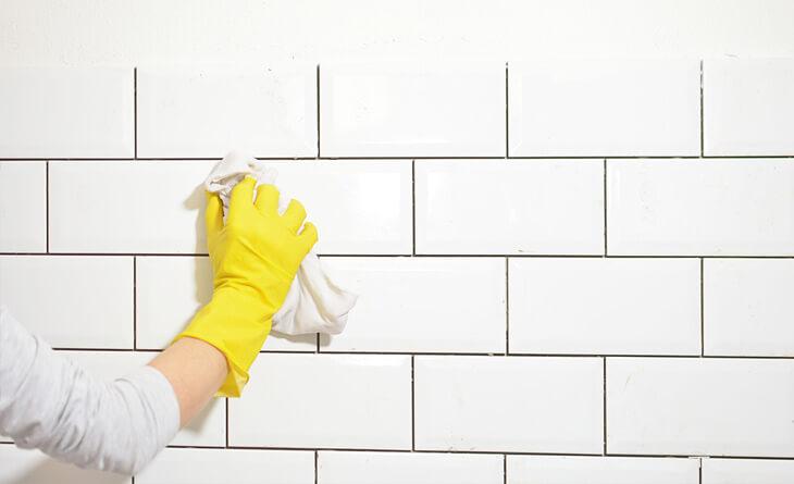 o que e bom para limpar azulejo da cozinha